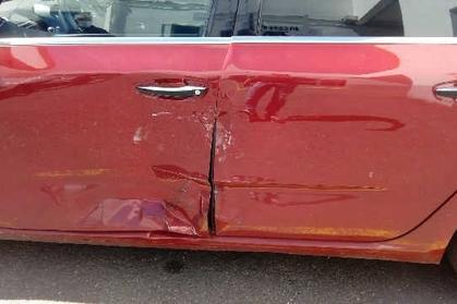 Compra y venta de coches rotos.